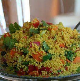 Marrokansk couscous servert med grillet kylling
