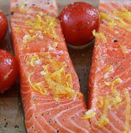 Sitron bakt laks med erte/basilikum mos