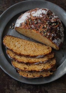 Eltefritt gulrotbrød med gresskarkjerner