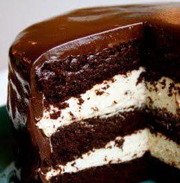 Trippel sjokoladekake med kremfyll og ganache glasur