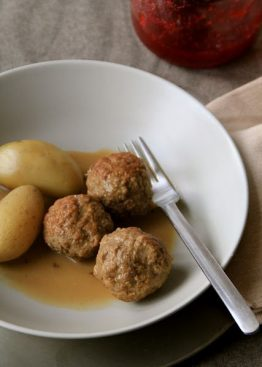 Kjøttboller i brunsaus