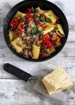 Pasta med salsiccia og paprika