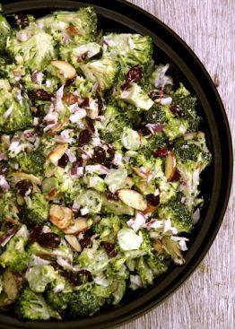 Brokkoli slaw - raw brokkolisalat