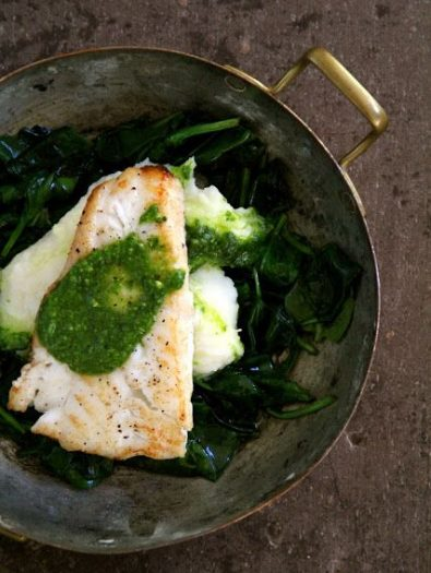 Sprøstekt torsk og potetmos med spinatpesto