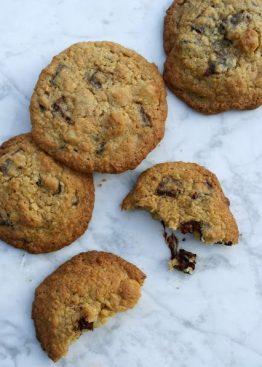 Cookies med kokos, macademianøtter og sjokoladebiter