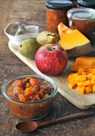 Gresskarchutney med pære, eple og tranebær