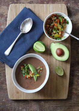 Svart bønnesuppe med salsa fresca