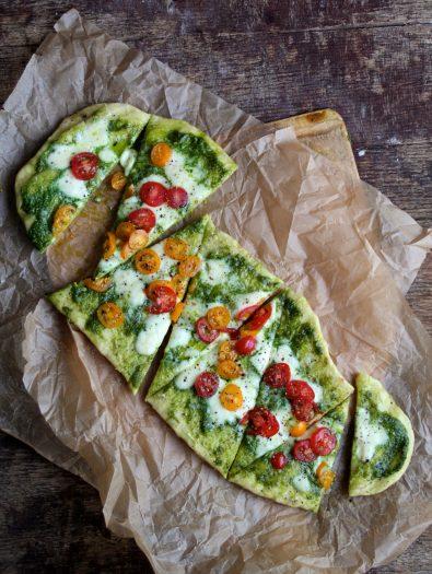 pizza med spinatpesto