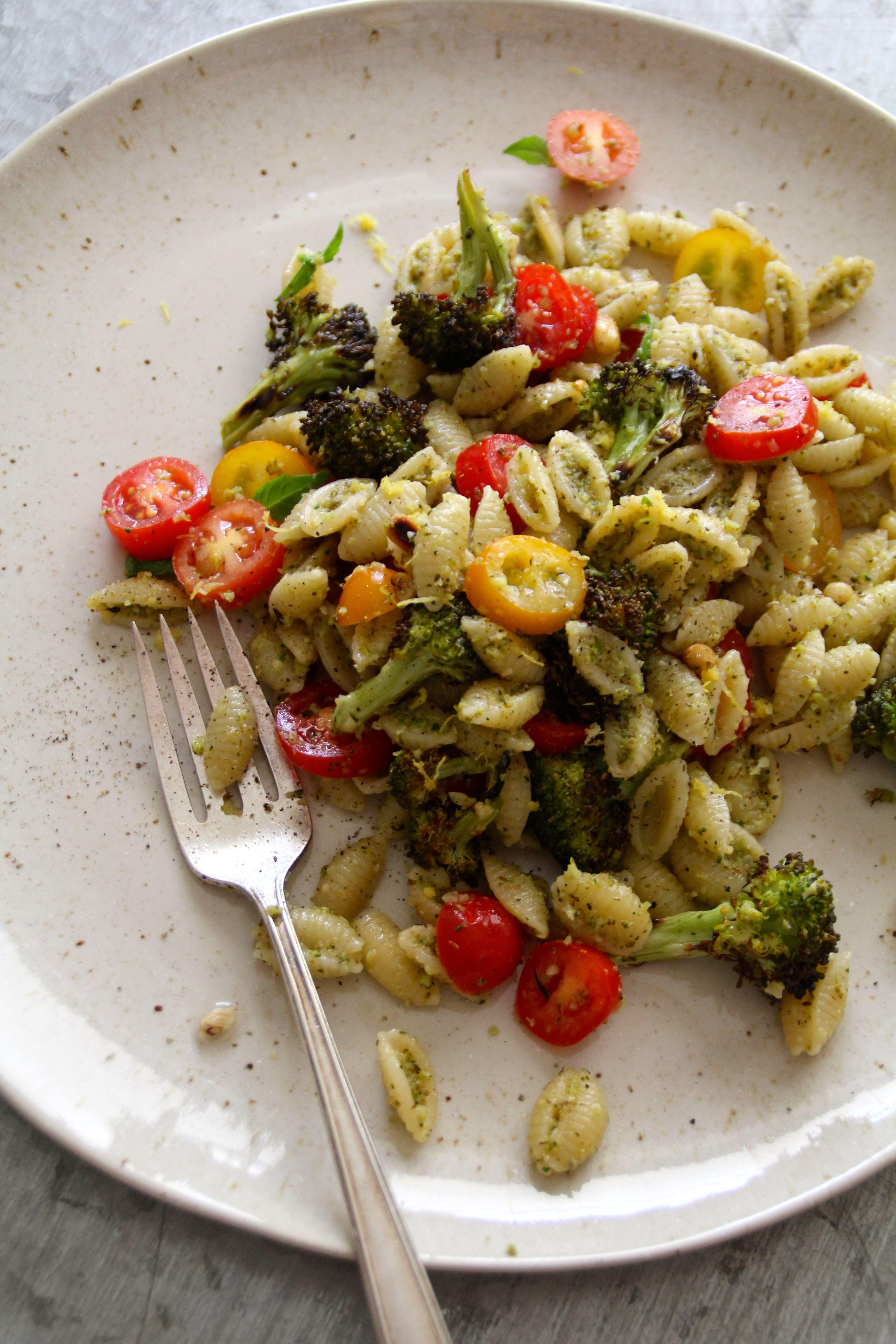 pasta med brokkolipesto og tomater