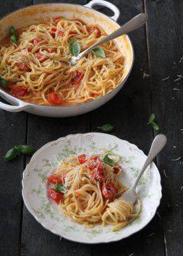 alt i en gryte spaghetti