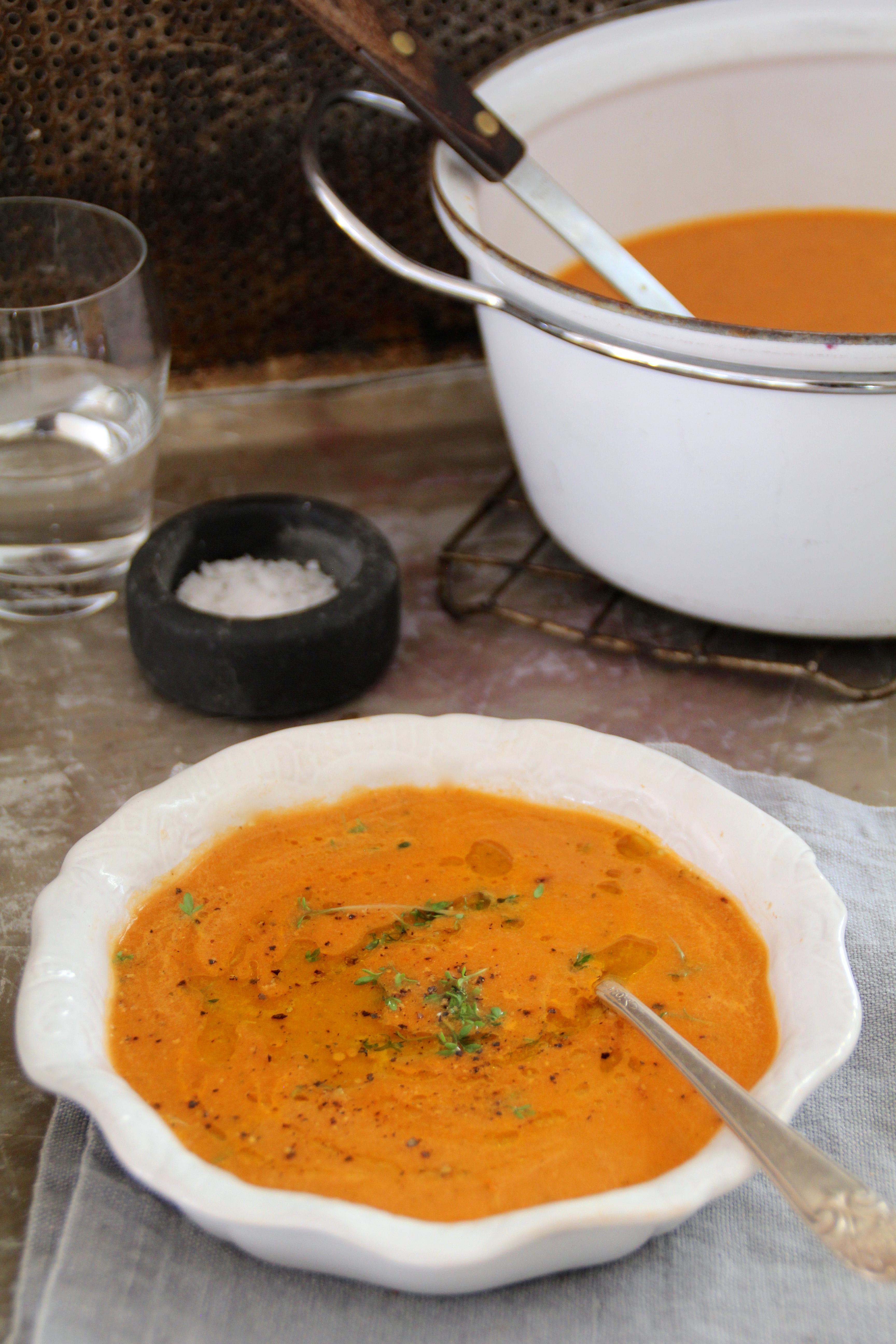 enkel tomat- og squashsupper