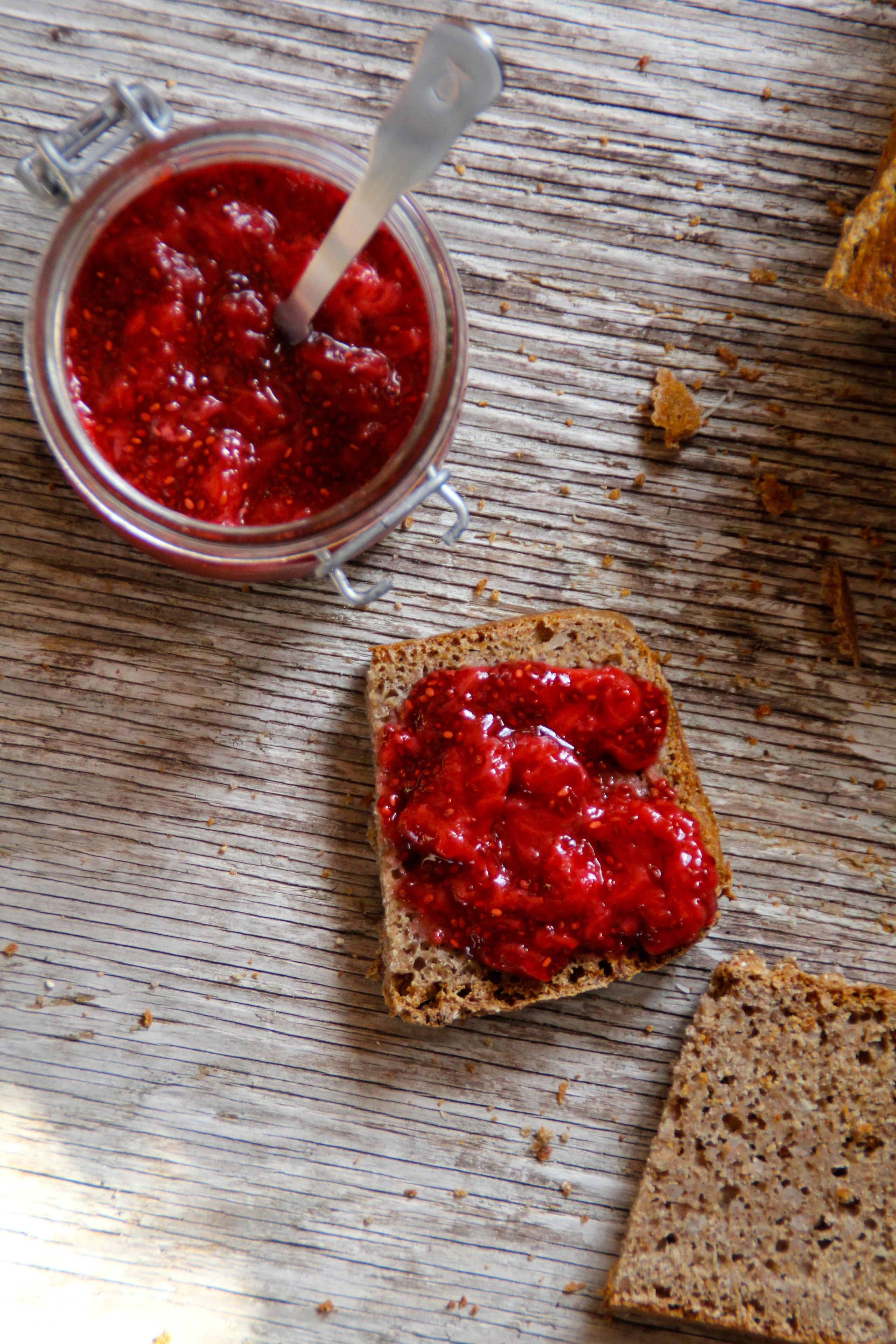 Enkel og sunn jordbærsyltetøy (med chiafrø)