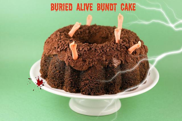 buried alive bundt cake - halloween oppskrifter