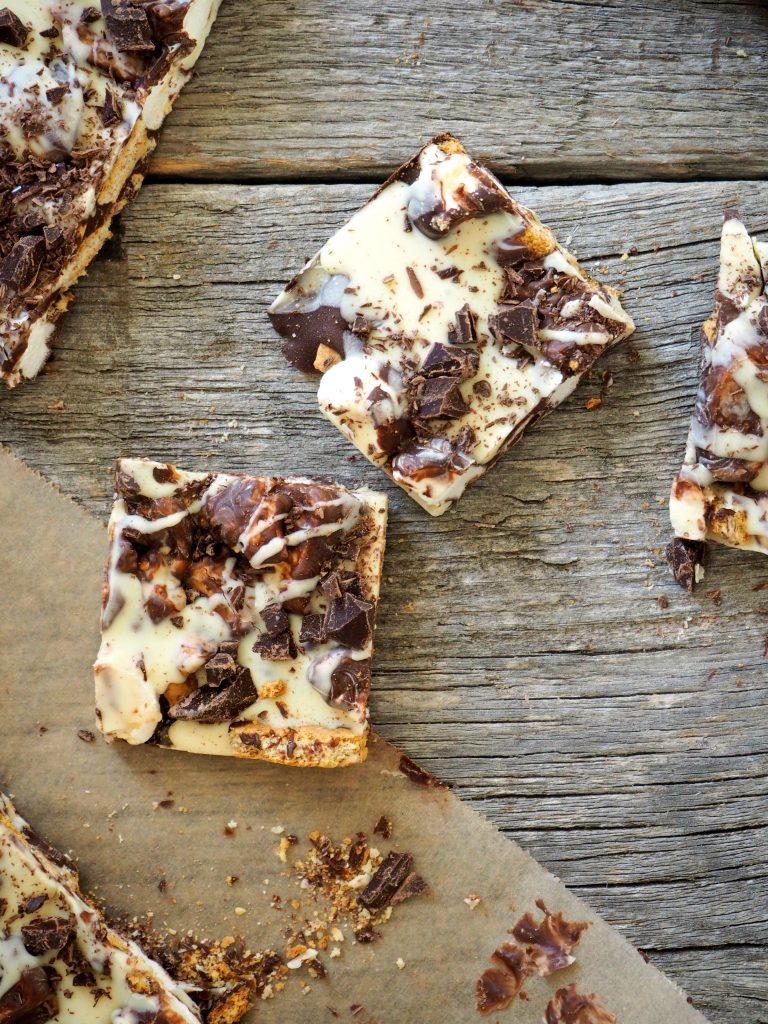 Sjokoladeknekk med kjeks og marshmallows