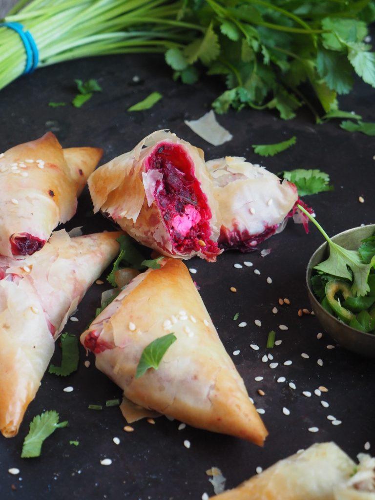 Samosas med rødbete og feta
