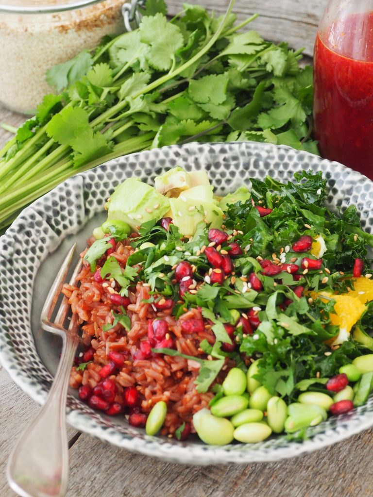 Sunn salat med ris og grønnsaker