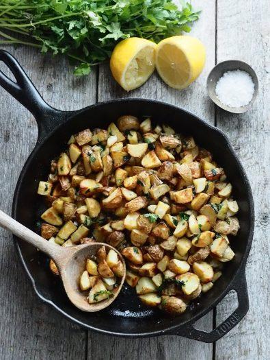 Poteter med koriander og hvitløk