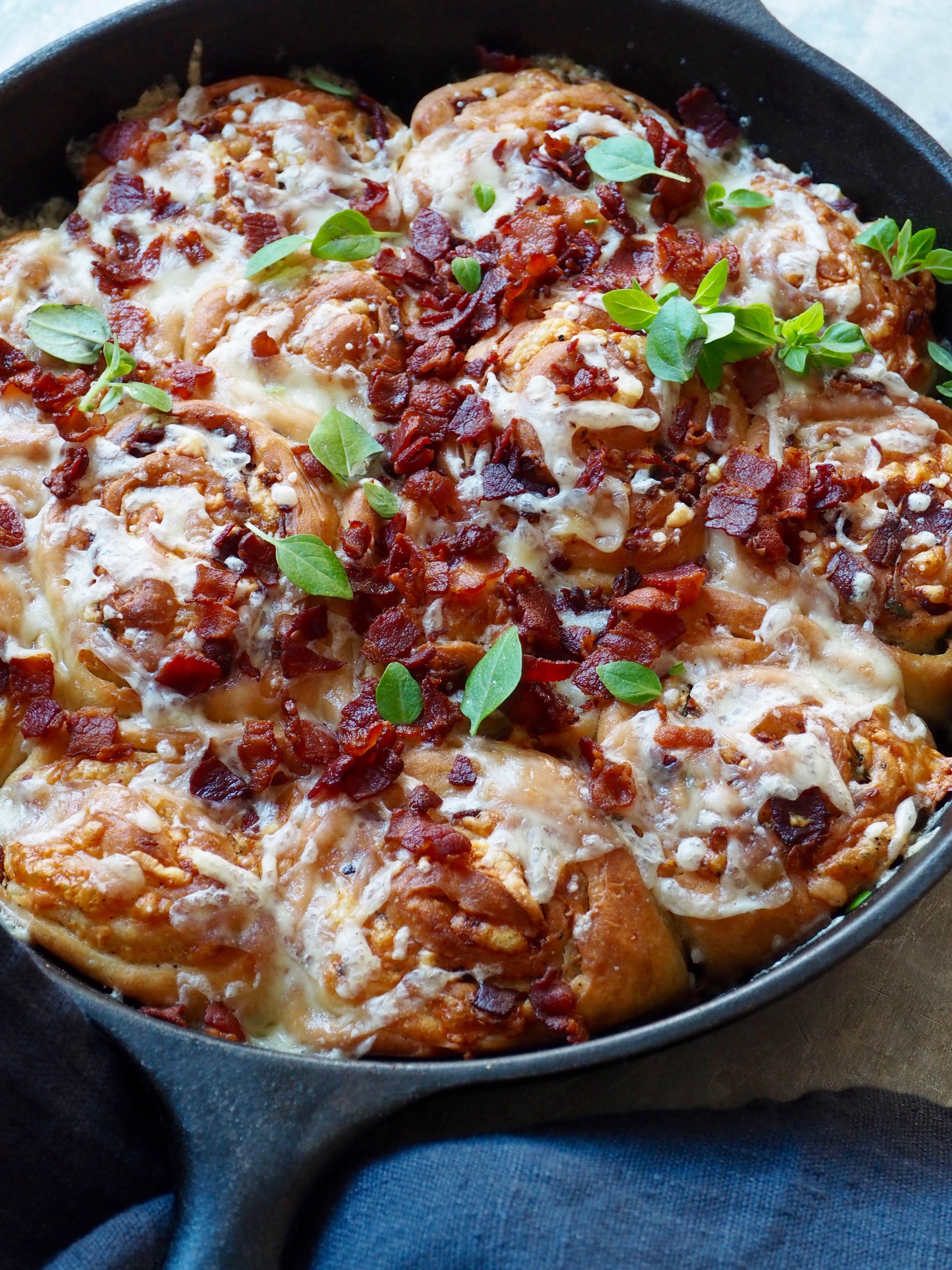 ostesnurrer med bacon
