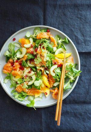 Sashimisalat med laks og mango