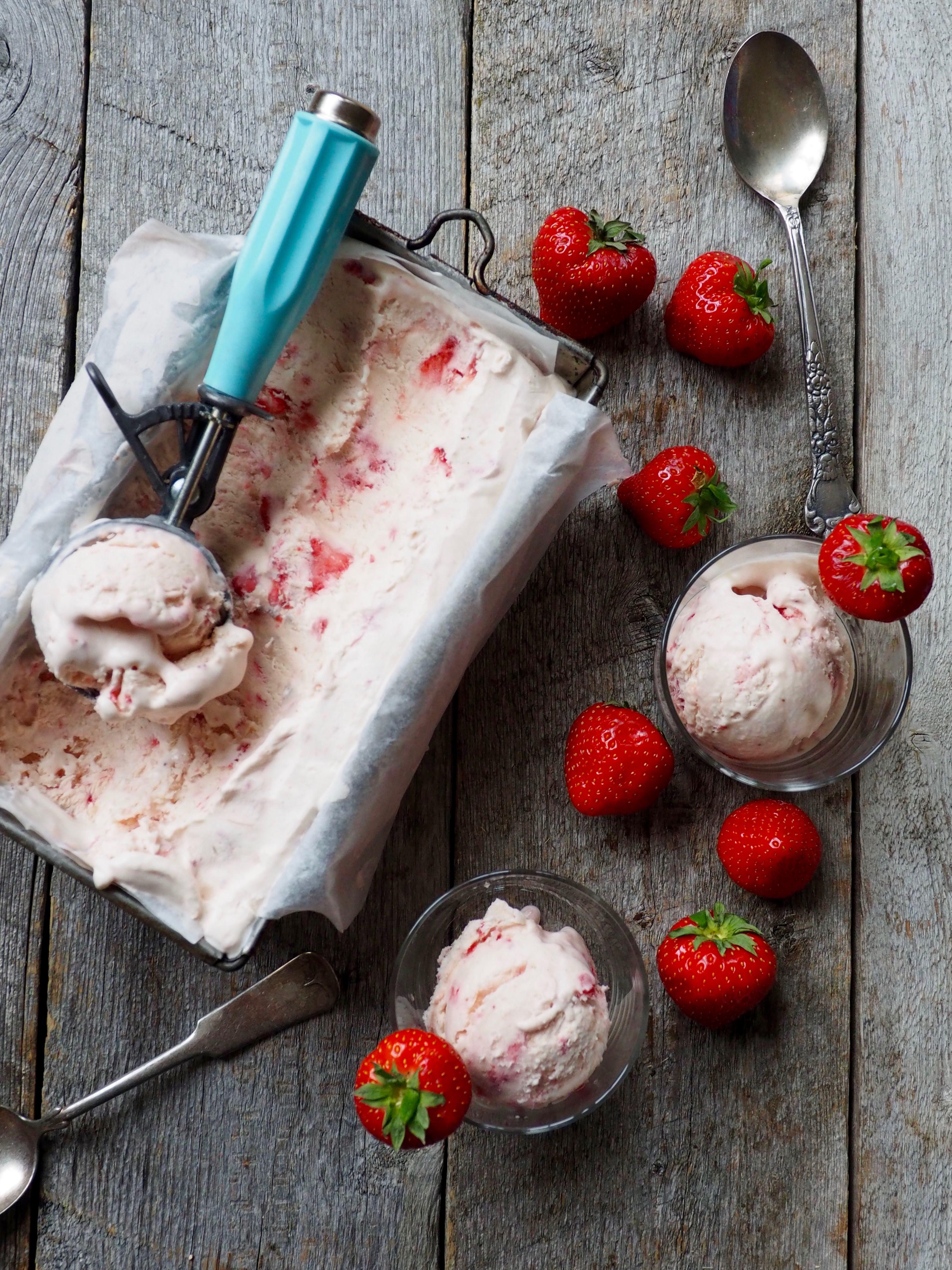 Deilig jordbæris uten iskremmaskin