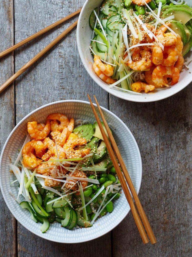 Spicy scampi med nudler og grønt