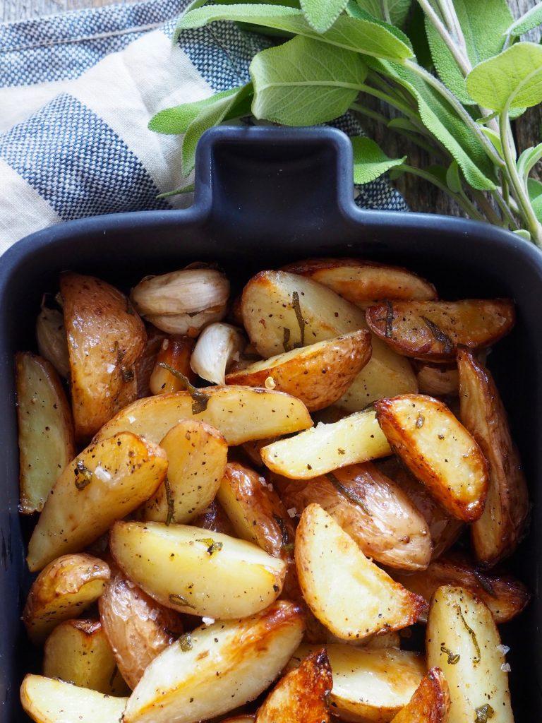 Ovnsbakte poteter med salvie