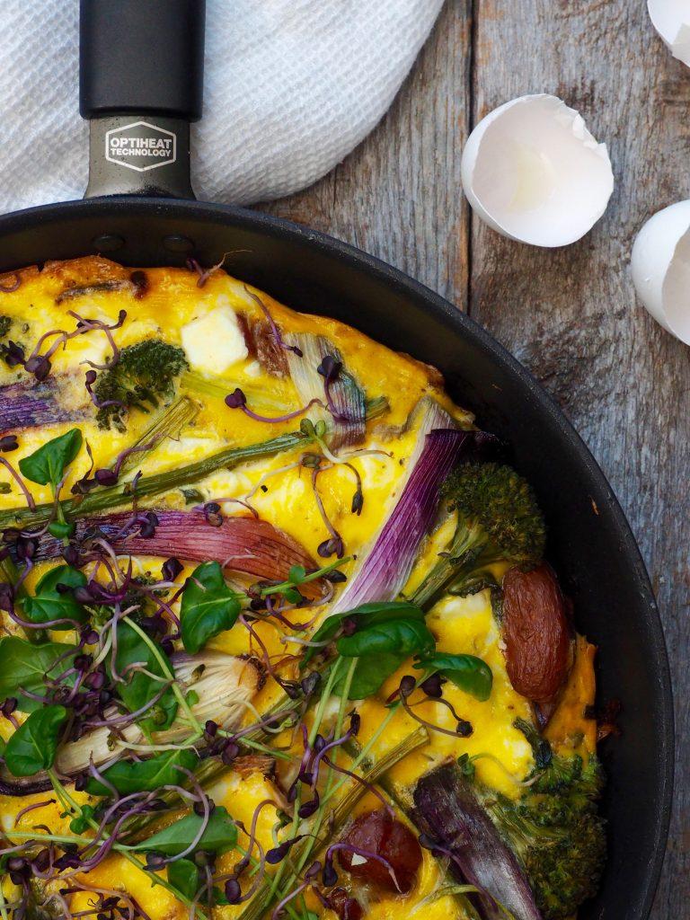 Frittata med poteter, bacon og brokkolini