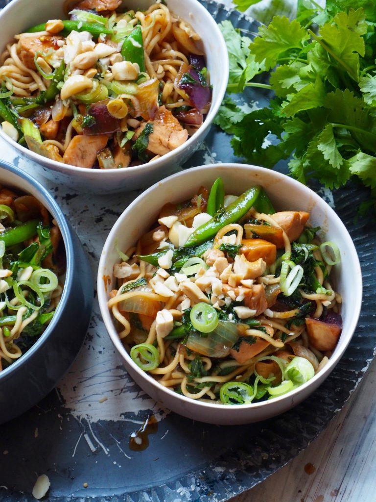 Litt spicy nudler med kylling og grønt