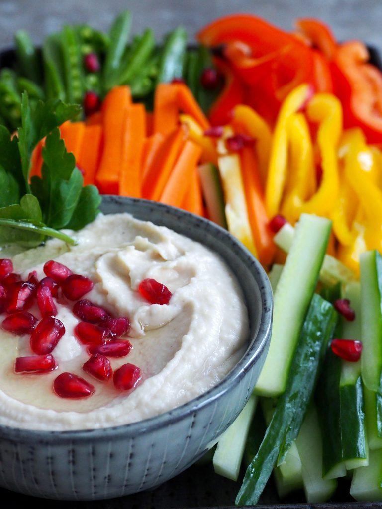 Kremete bønnedip med grønnsaker
