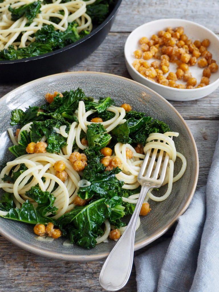 Pasta med grønnkål og kikerter