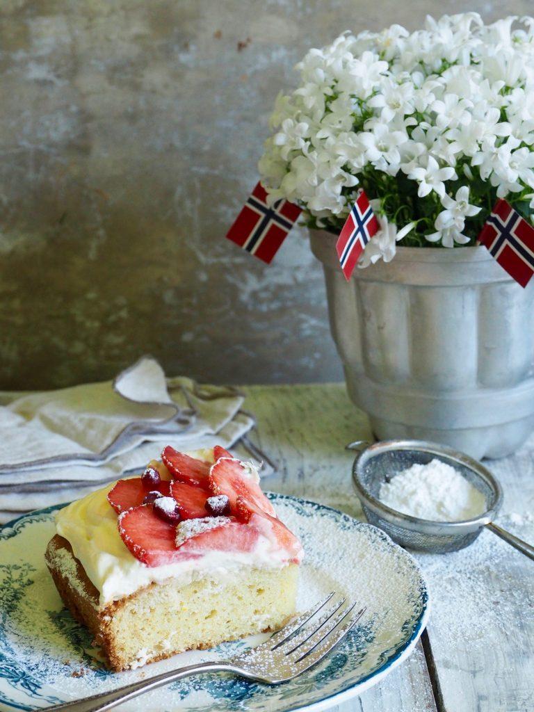 langpannekake med jordbær