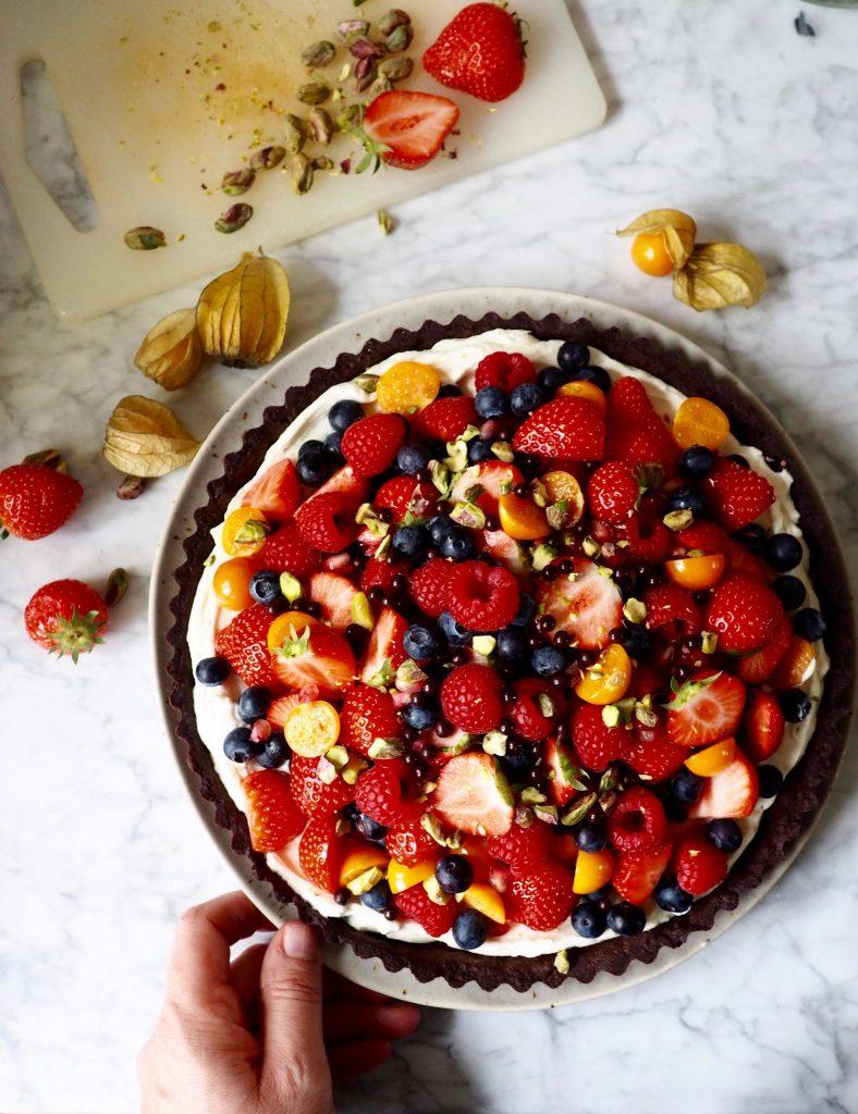 Sjokoladepai med ostekrem og bær