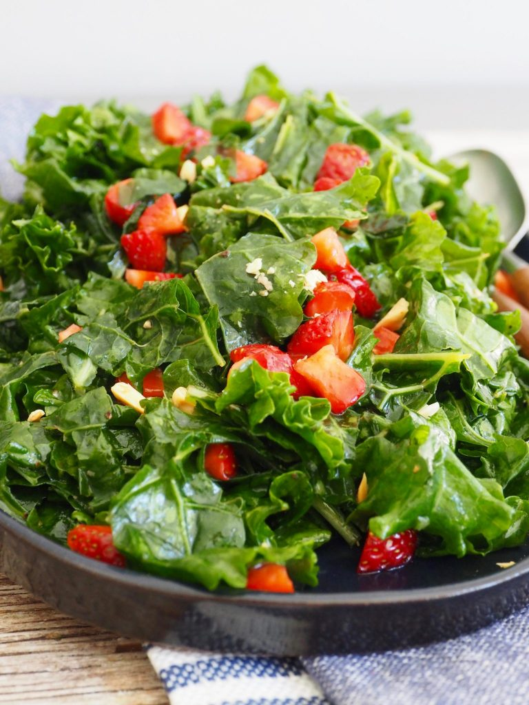 Grønnkålsalat med jordbær
