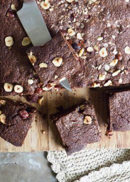 sjokoladebrownie med hasselnøtter