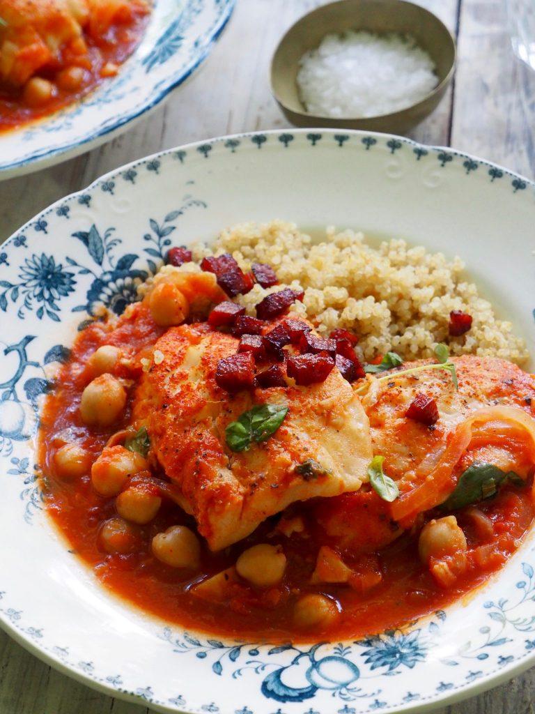 Torsk med italienske tomater, kikerter og chorizo