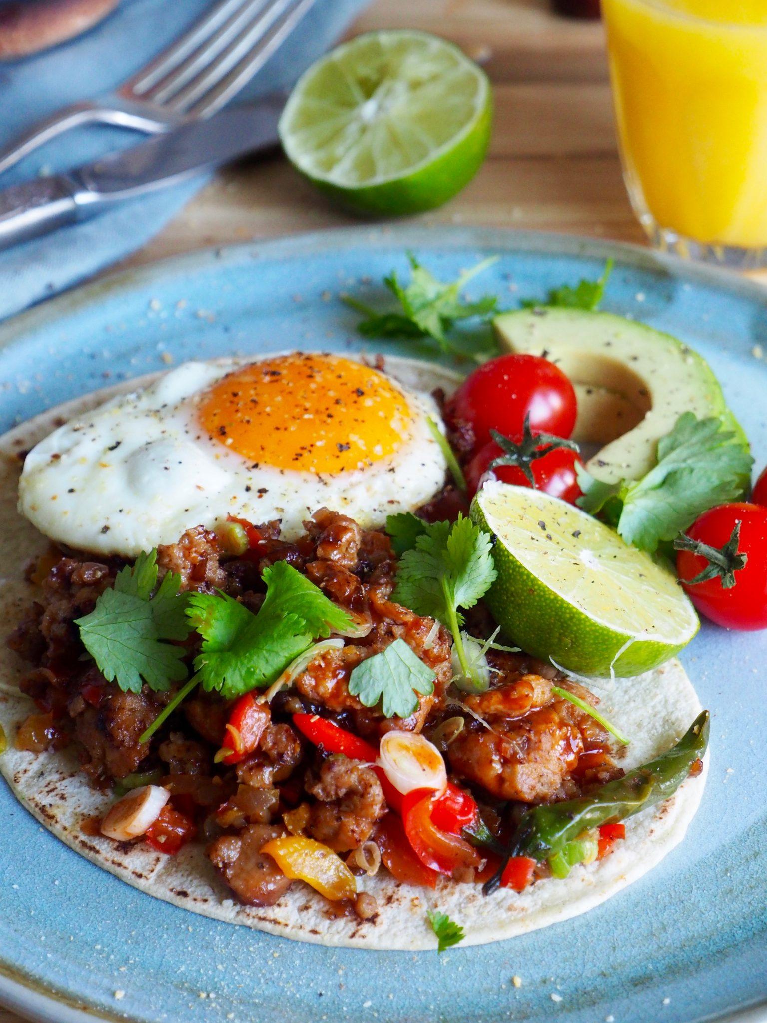 Frokost-taco med pølse og egg - Mat På Bordet