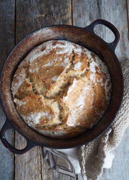 Eltefritt brød med byggryn og solsikkekjerner