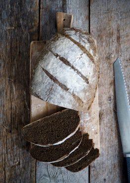 Eltefritt brød med hampmel og linfrø
