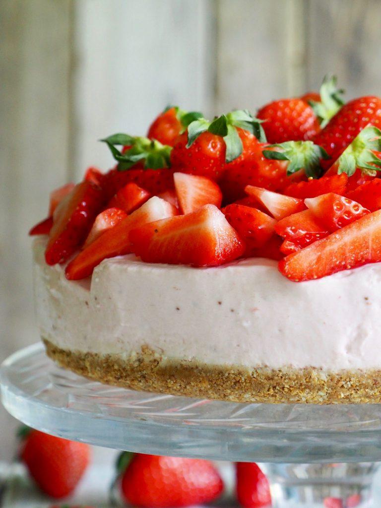 Enkel ostekake med jordbær