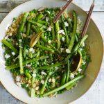Aspargessalat med erter og bulgurhvete