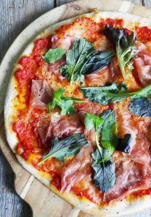 Pizza med prosciutto