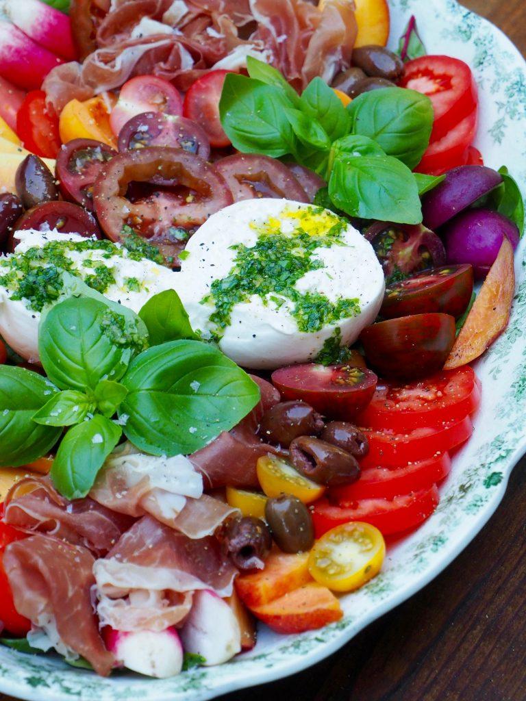 Tapasfat med skinke, mozzarella og sesongens grønnsaker