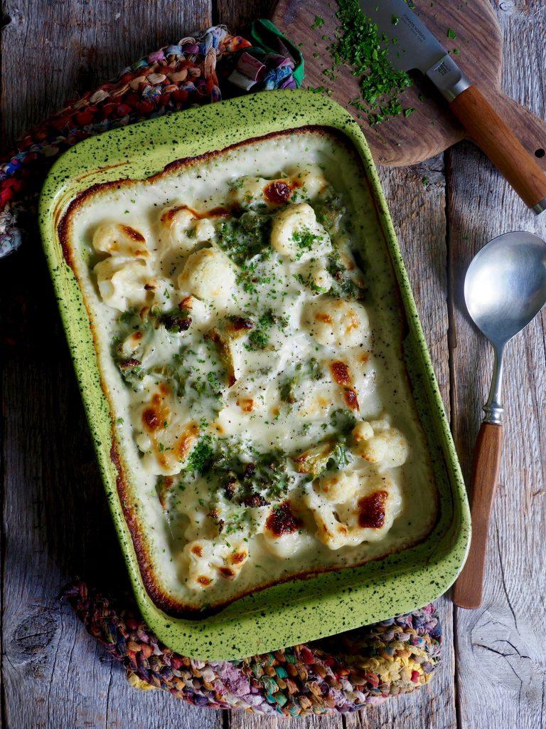 Blomkålgrateng med ostesaus og grønnkål