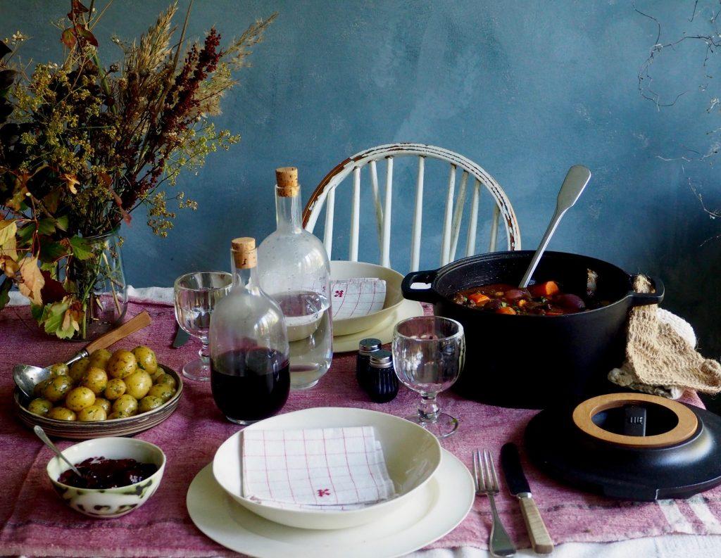 Langtidskokt oksegryter med gulrøtter, perleløk og sopp