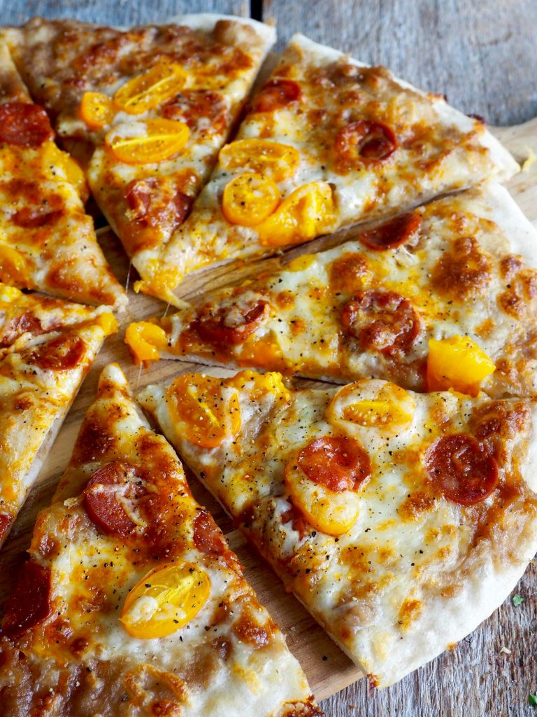Pizza med løkkompott og chorizoPizza med løkkompott og chorizo