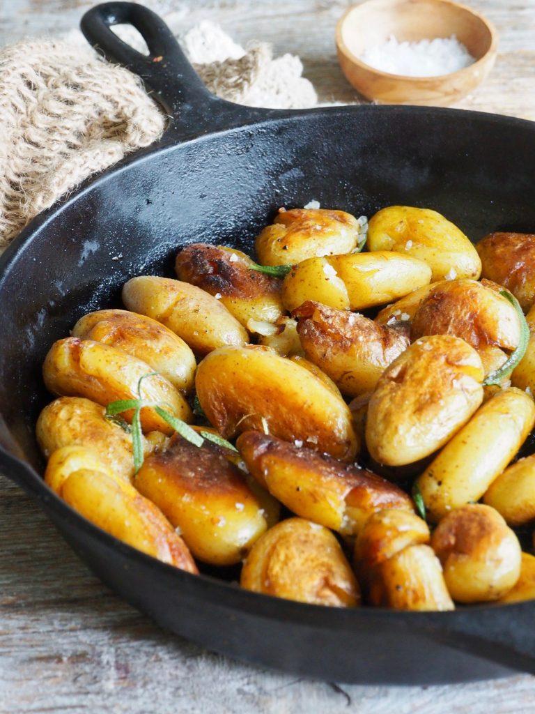 Pannestekt poteter med rosmarin og hvitløk