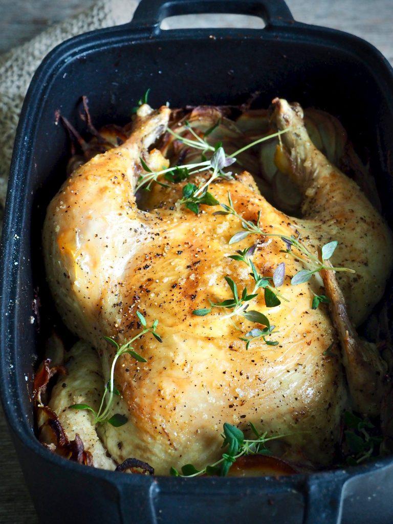 Helstekt kylling i gryte med poteter