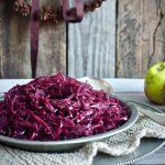 Rødkål med epler, løk og julens krydder