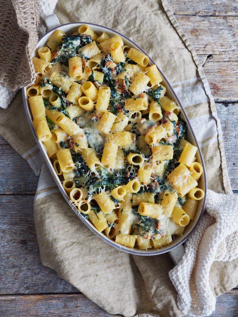 Gratinert pasta med spinat og bacon