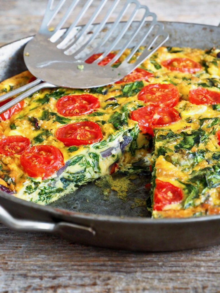 Frittata med spinat, tomater og ost